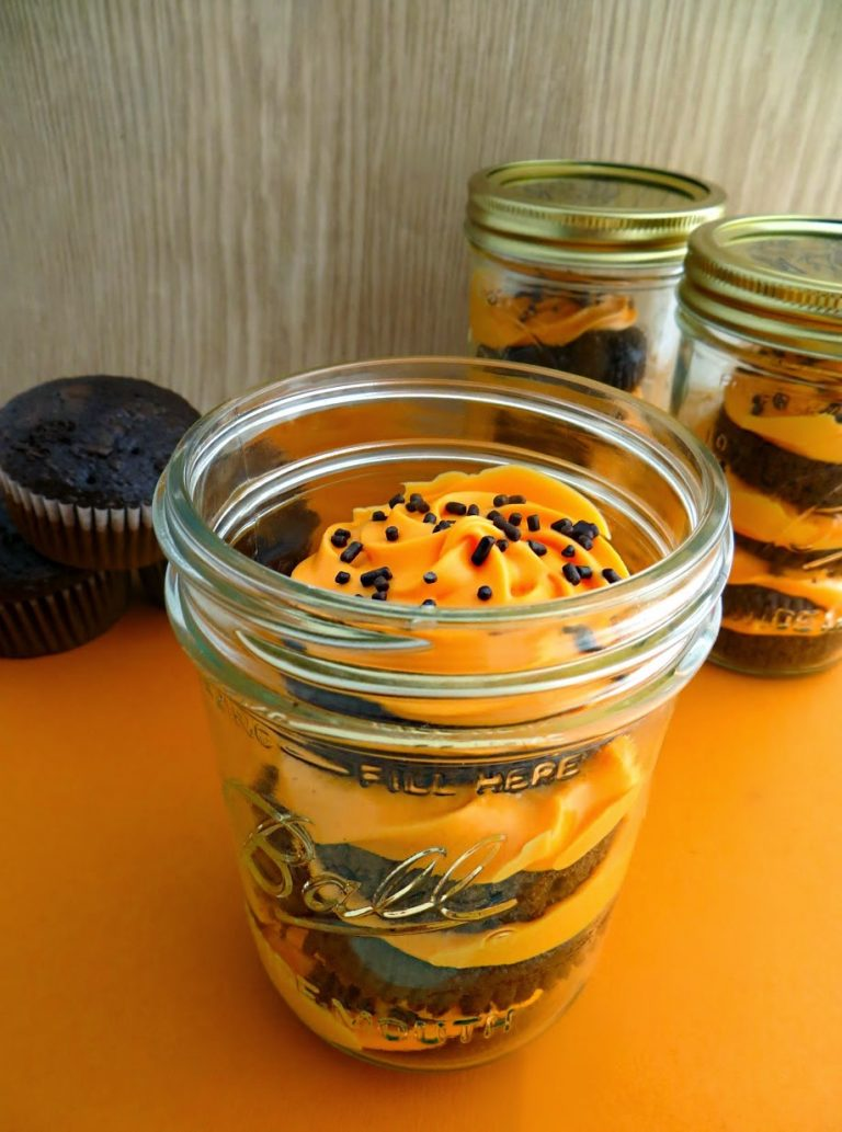 Halloween Cupcakes in a Jar [Easy Halloween Dessert Recipe]