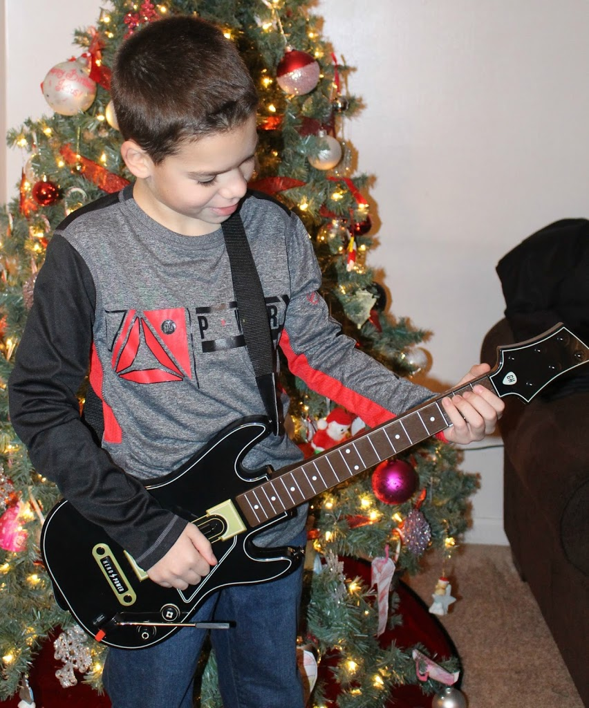 Playing-xbox-games-interactive-guitar-hero-live-360