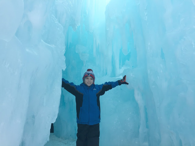 Ice-Castles-in-New-Hampshire