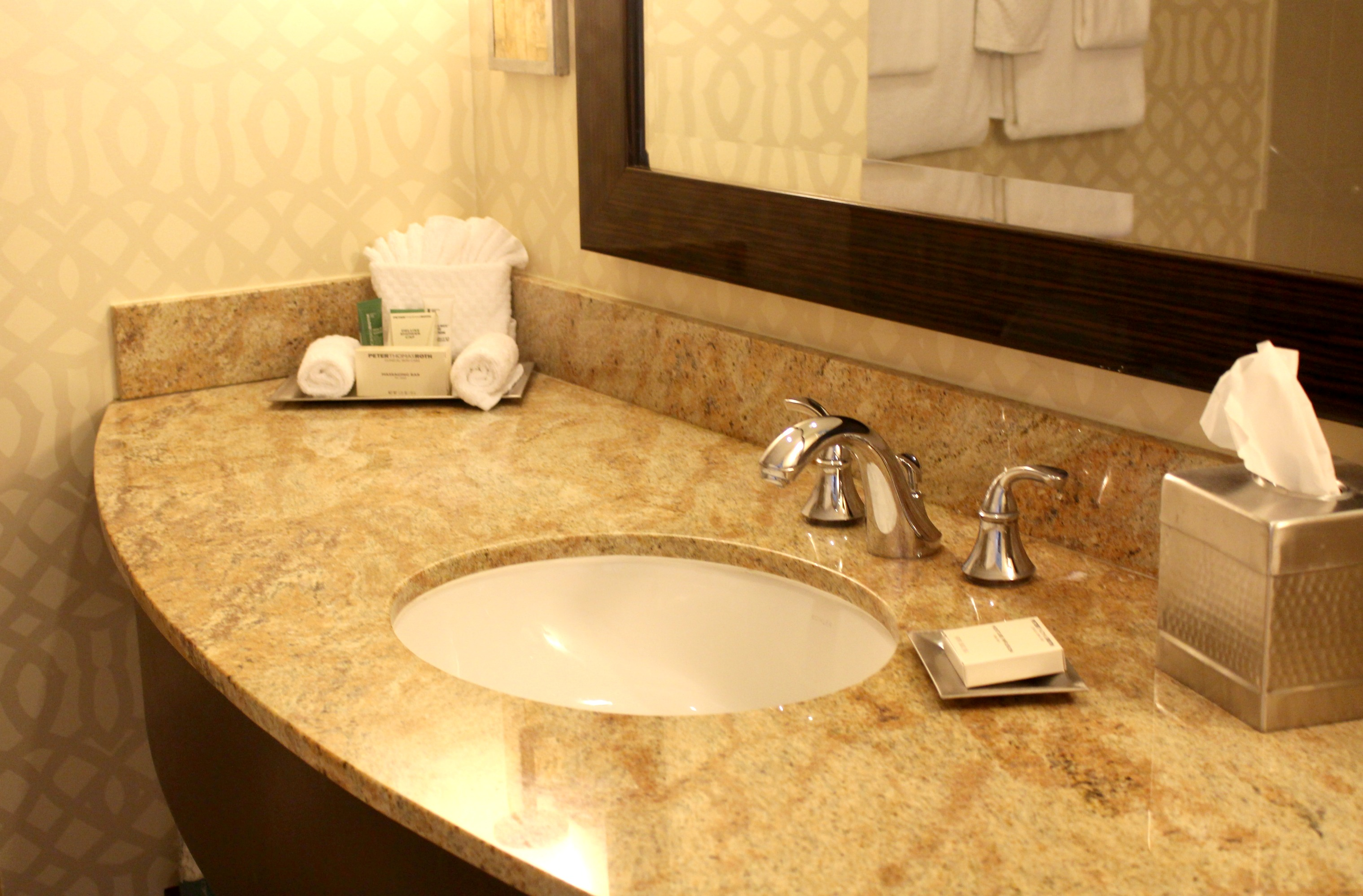 Hilton-Bonnet-Creek-Disney-Resort-Bathroom