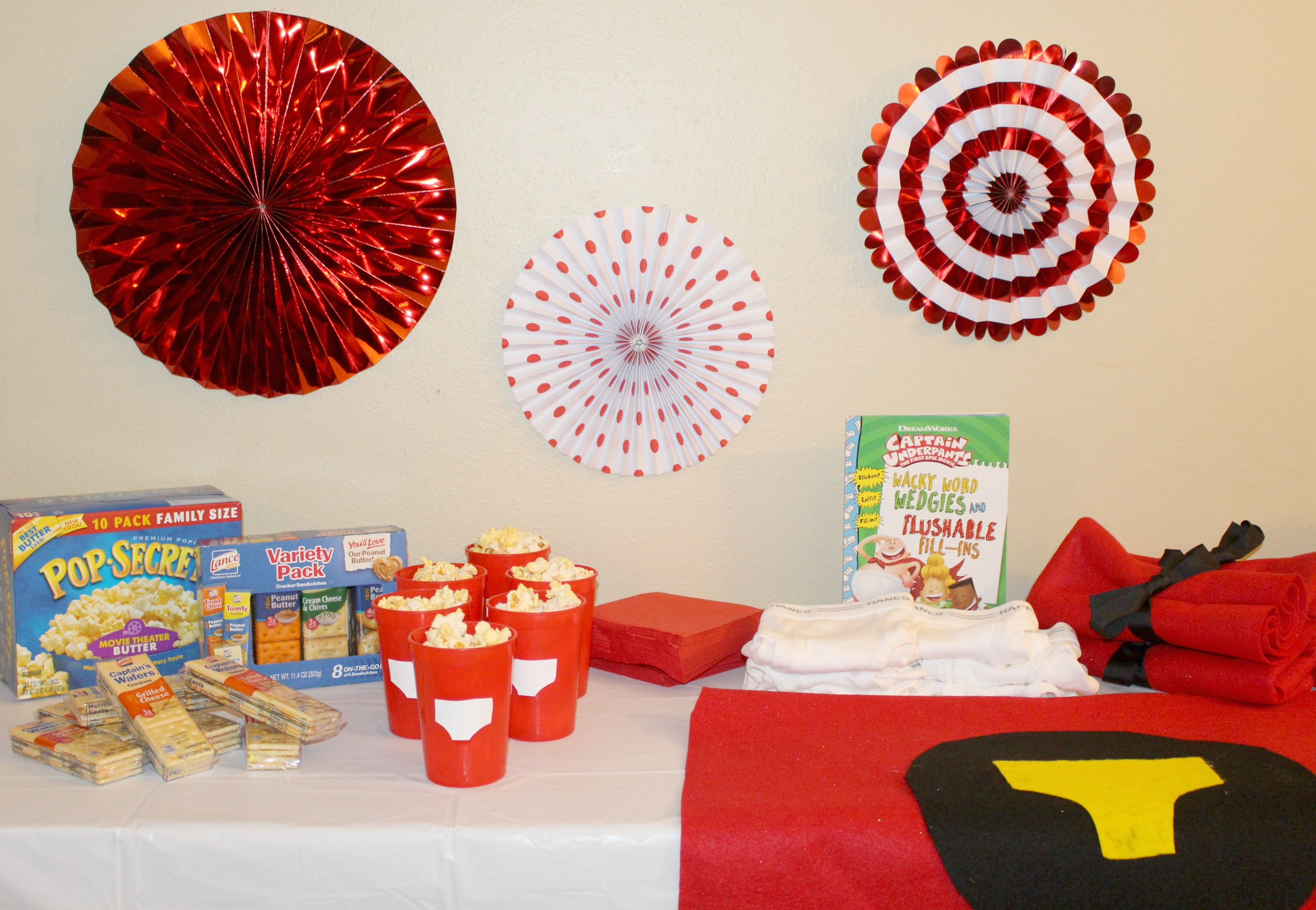 DIY-Captain-Underpants-Party-table
