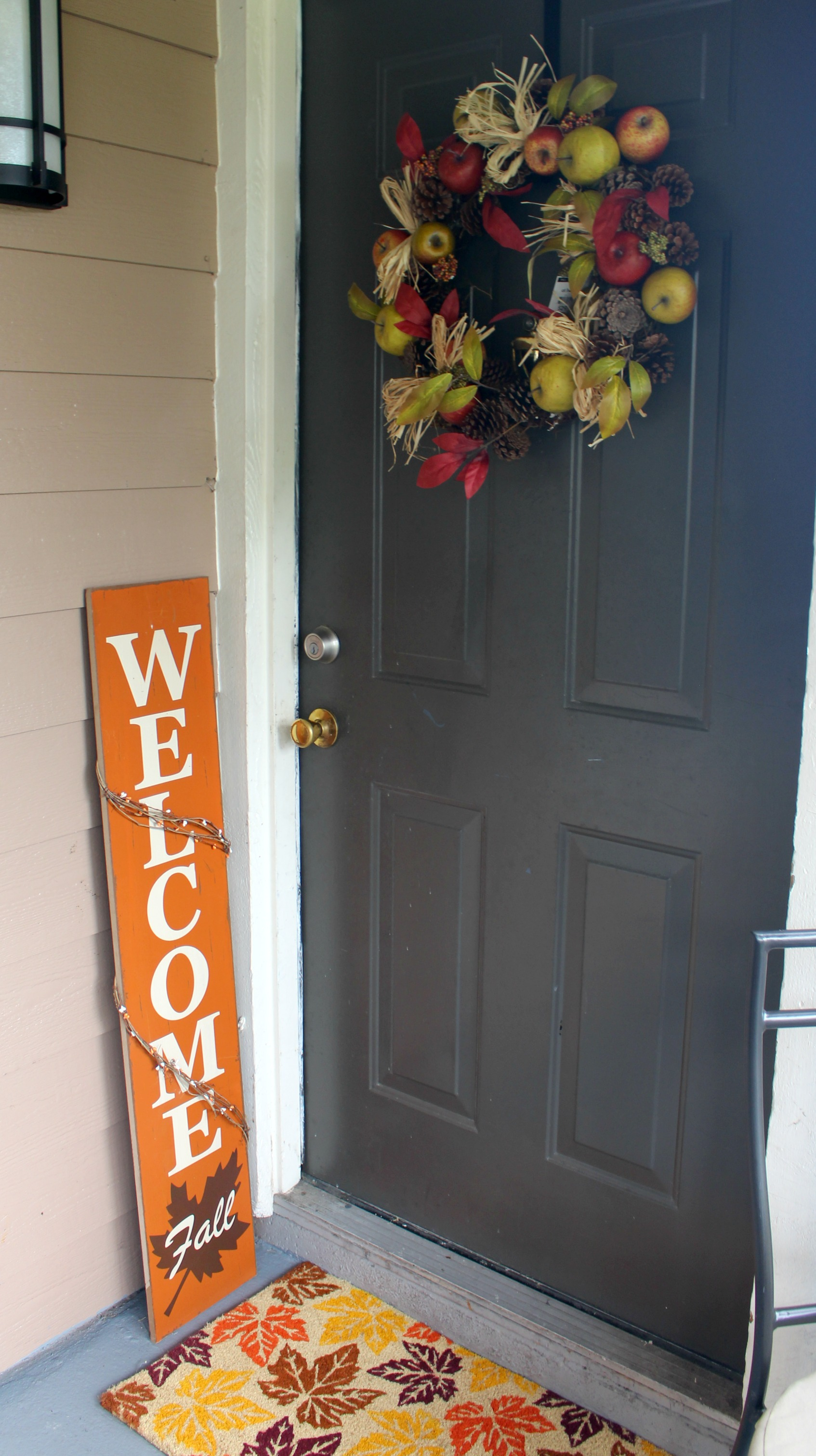 Tips-for-fall-decorating-on-budget-door-way