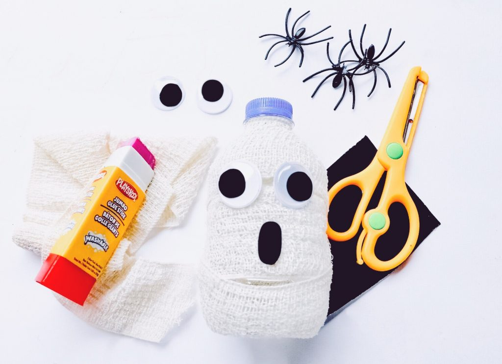 Quick Halloween Craft water Bottle Ghost