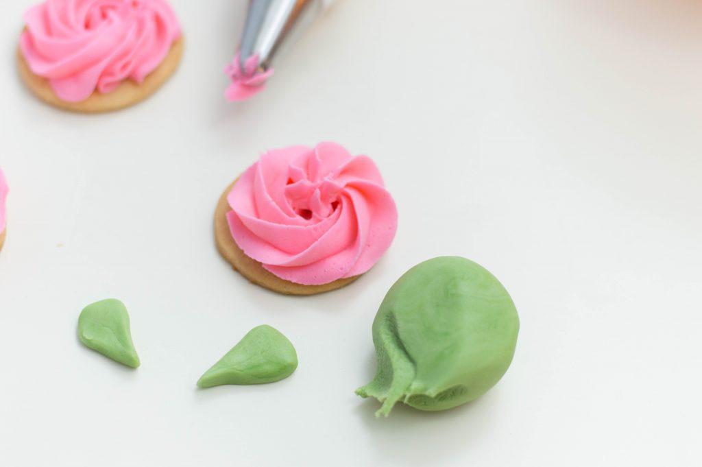 decorating flower sugar cookies