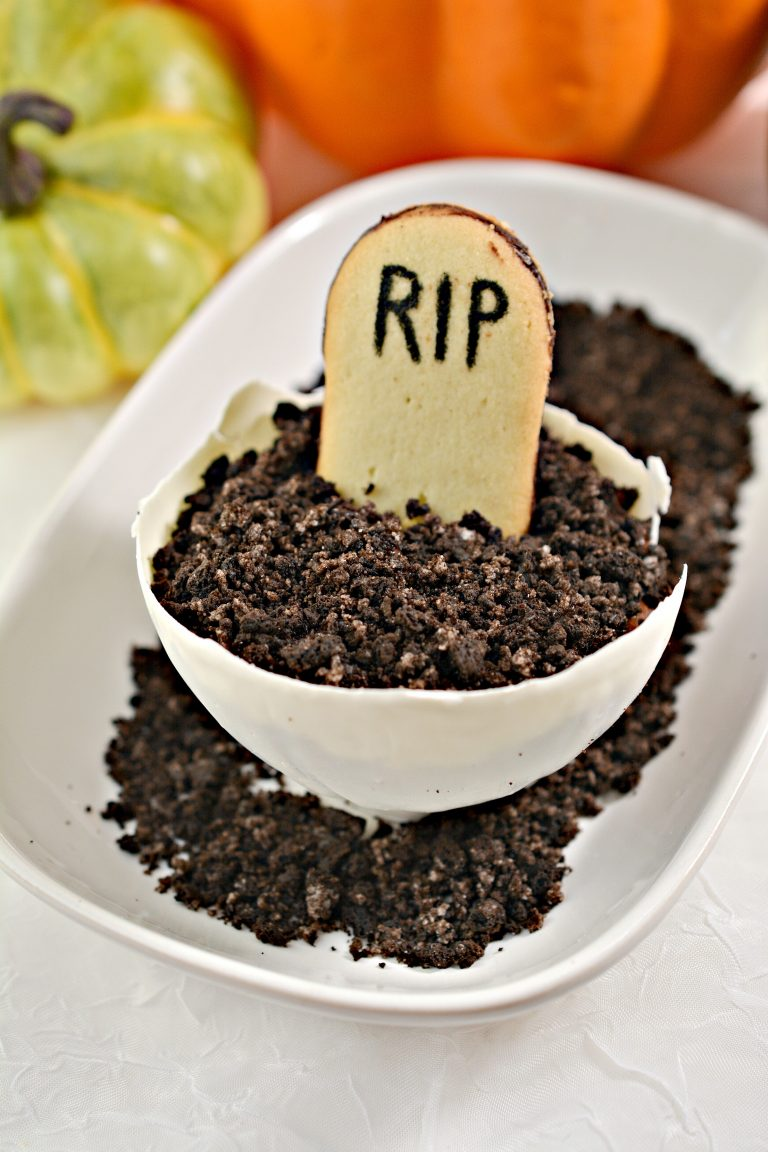 Halloween Pudding Bowls Treats with Cookie Grave Stone