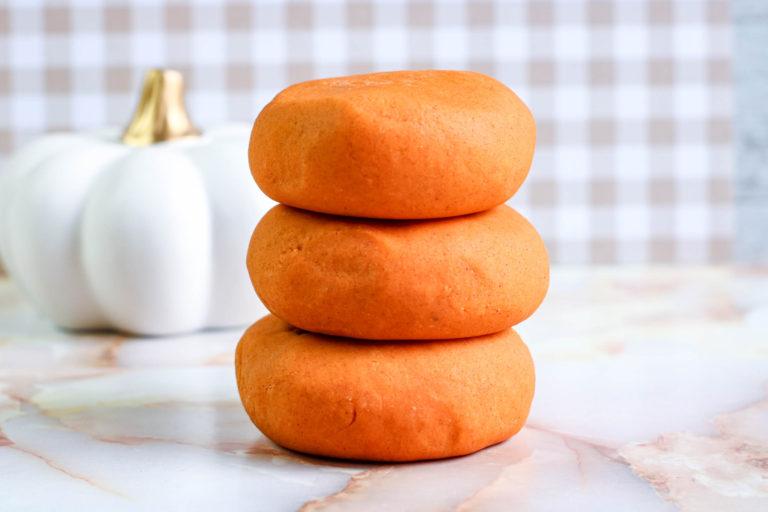 Easy DIY Pumpkin Spice Playdough Recipe
